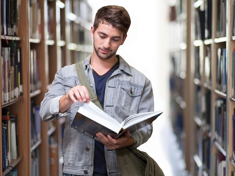 האם סטודנטים חייבים לשלם לאוניברסיטה דמי אבטחה גם כשהם לא מגיעים אליה?