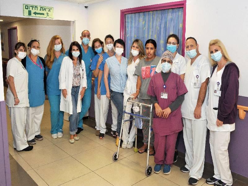לאחר חודשיים: חולת קורונה מונשמת שילדה תינוק בניתוח קיסרי דחוף במרכז הרפואי לגליל שוחררה לביתה